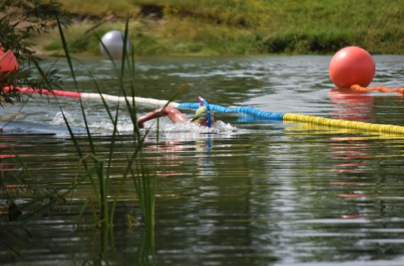 Distanční plavání s ploutvemi